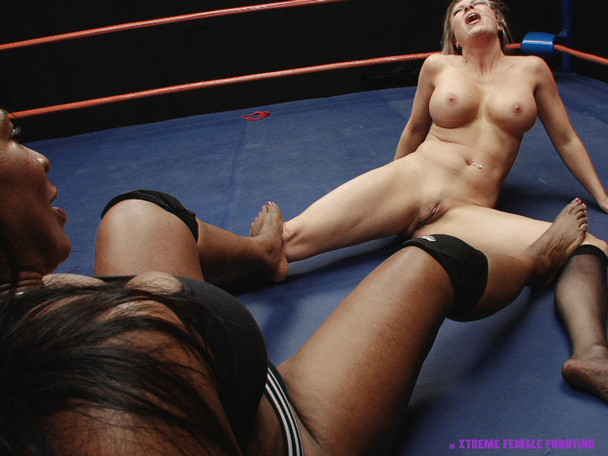 nude wrestling women usa