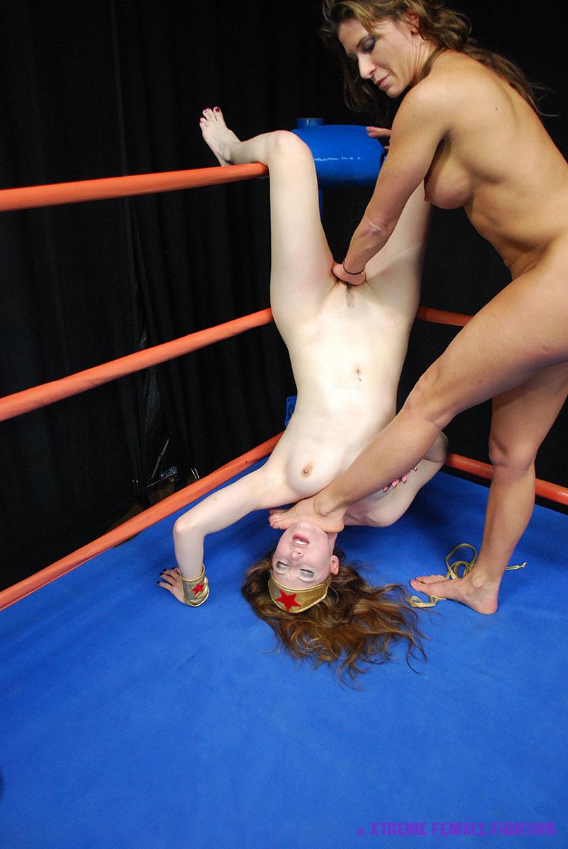 Female naked restling